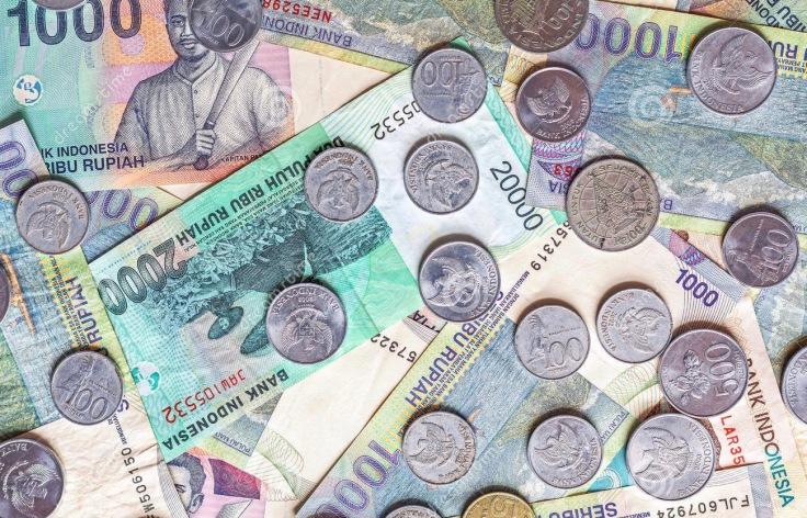 dinero-de-indonesia-de-billetes-de-banco-del-rupia-y-de-monedas-47288190